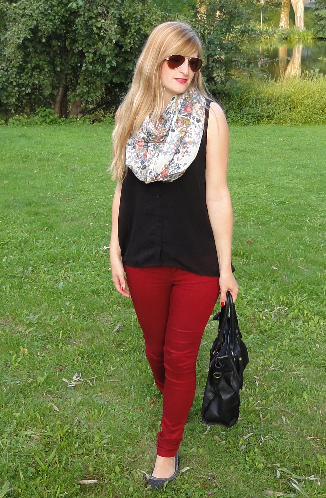 Rote Sommerhose in Stuttgart